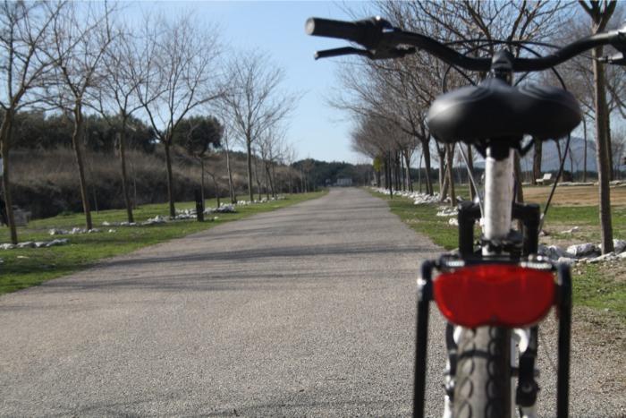 Doña Mencía en bicicleta