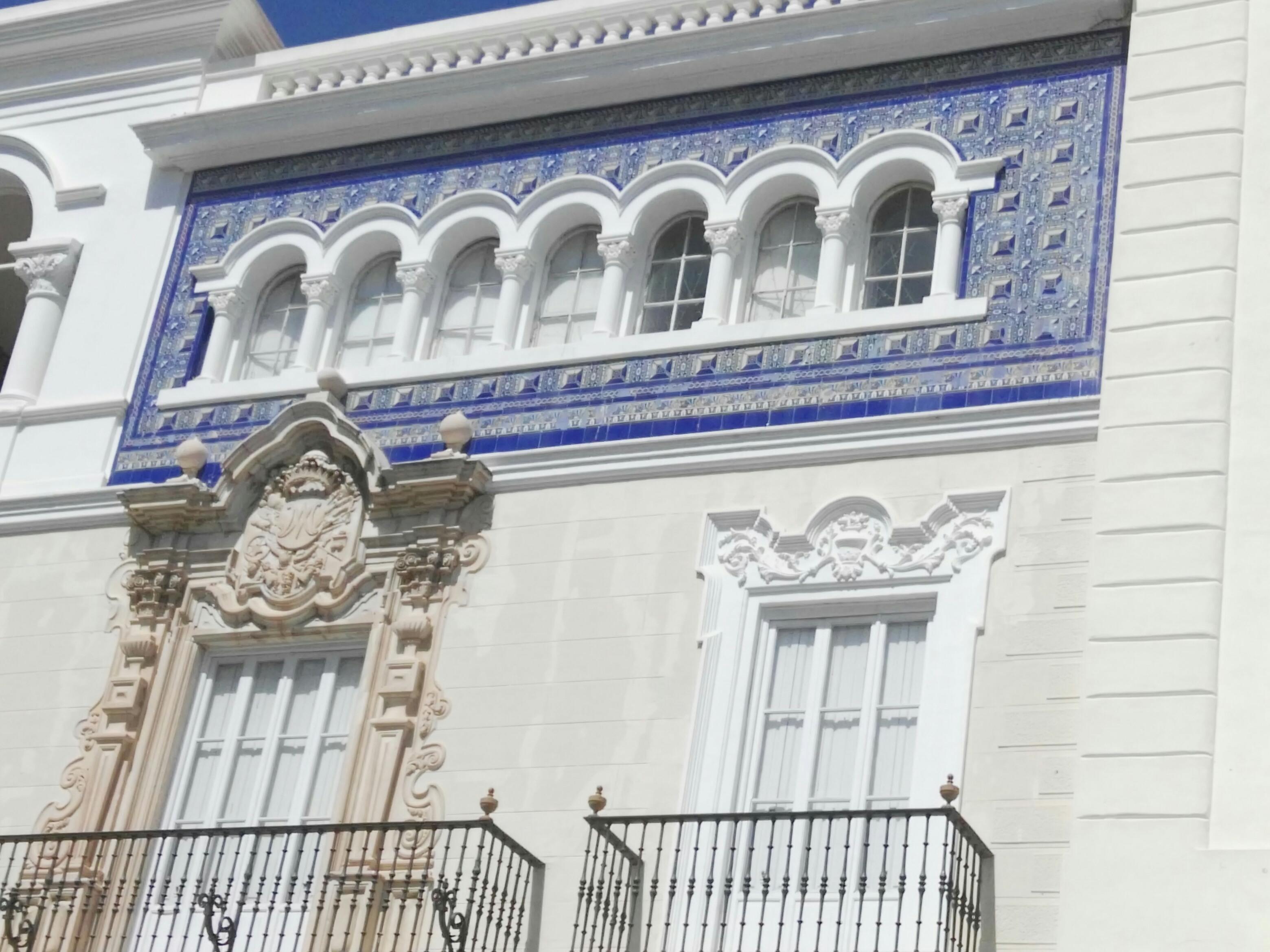 Centro histórico de Cádiz con intérprete en lengua de signos