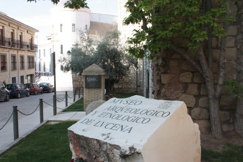 Castillo del Moral y Museo Arqueológico-Etnológico de Lucena