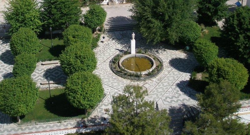 Arenas del Rey - Plaza de la Iglesia