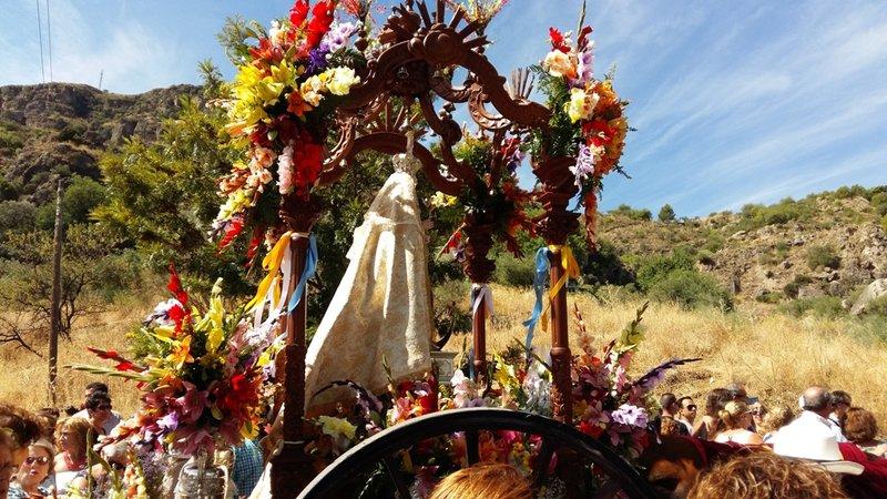 Álora, la Virgen de las Flores en la Romería