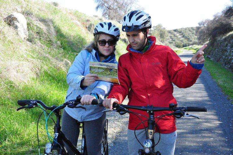 Deporte, naturaleza y gastronomía en la Vía Verde del Aceite