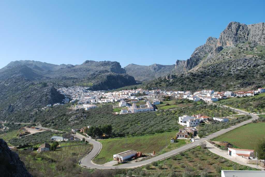 Montejaque te espera: Dos noches, senderismo y gastronomía en la Sierra de Grazalema