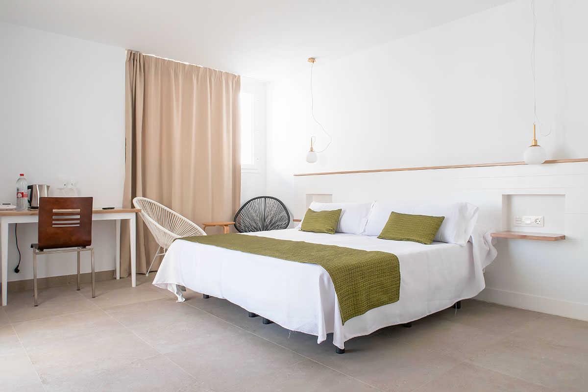 Oferta dos noches de hotel con desayuno gratis en hotel Senderos *** de Agua Amarga