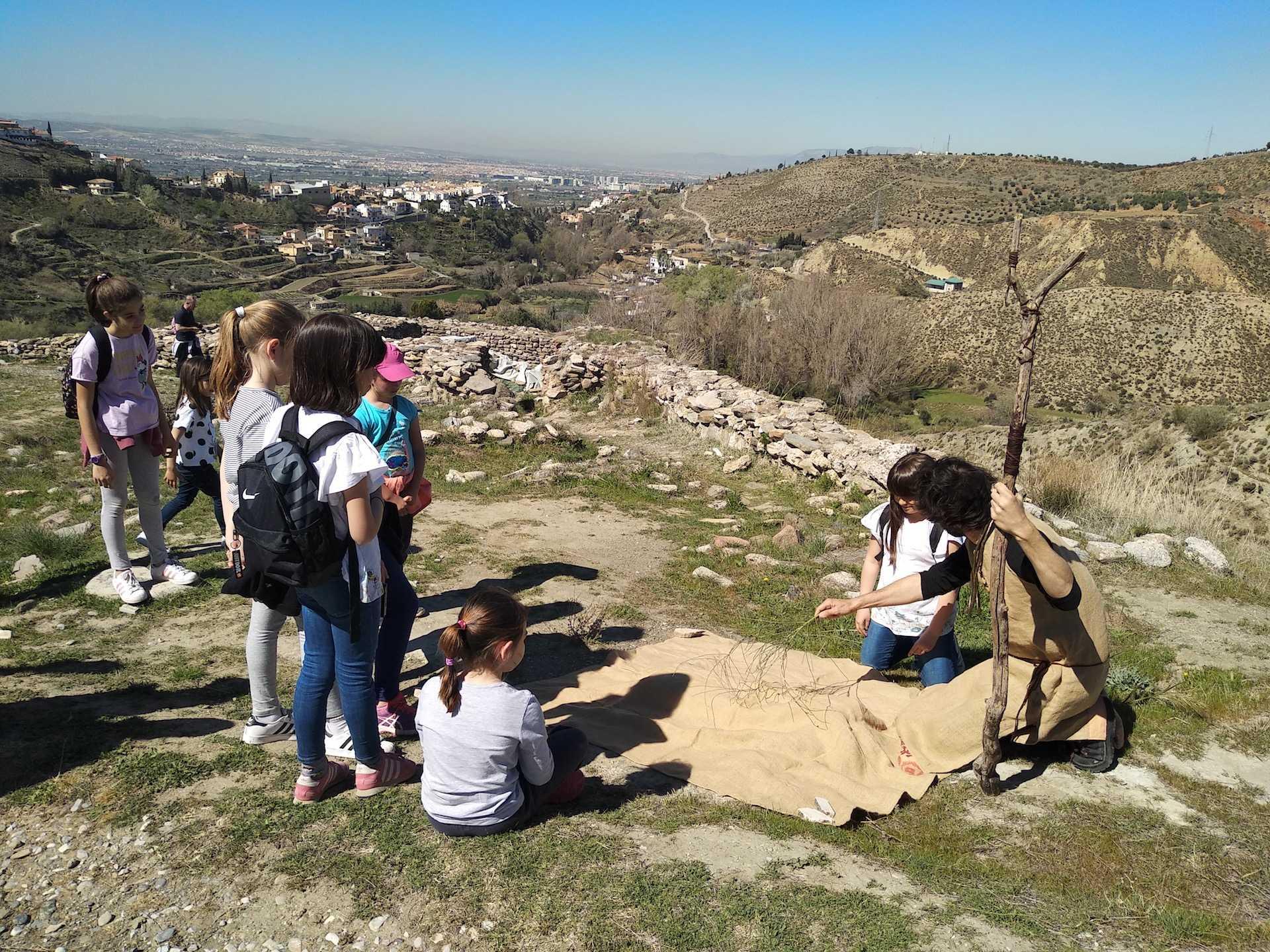 Viaje al Cerro de la Encina (ideal con niño/as de 6 - 12 años)