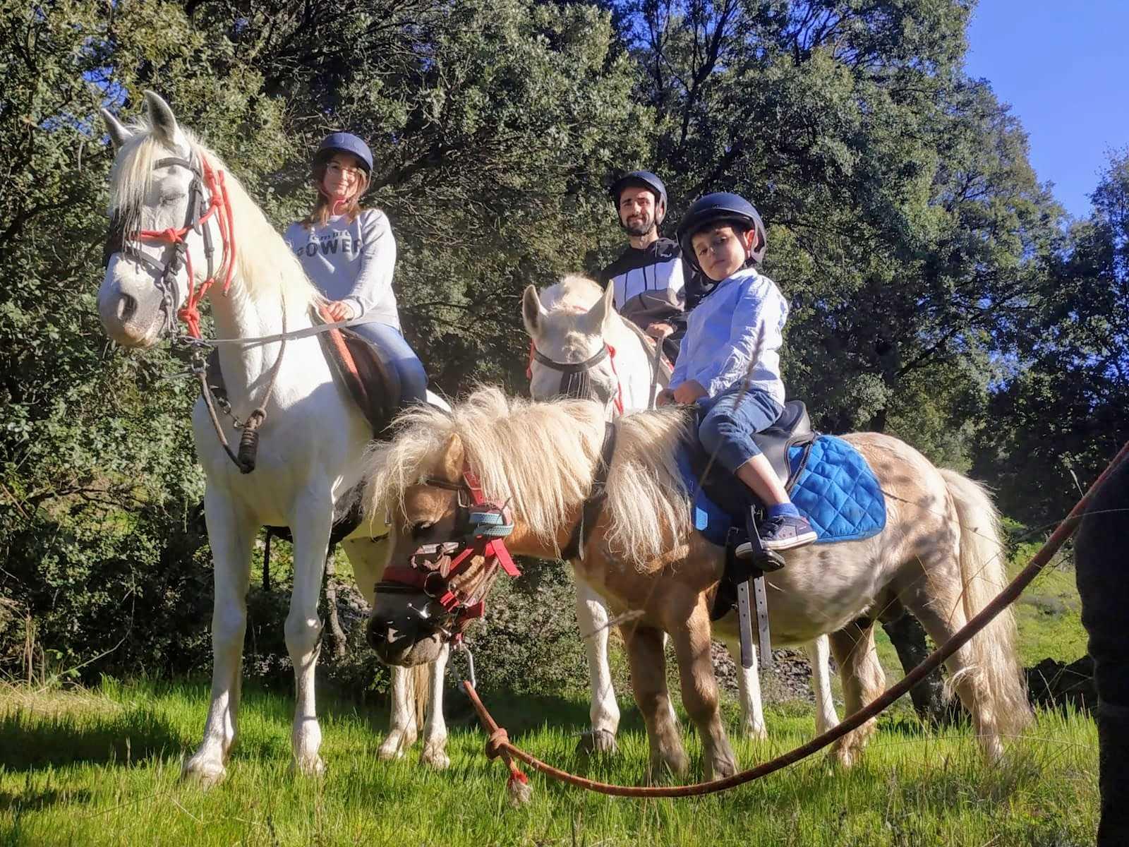 En familia: Paseo a Caballo por Sierra Nevada