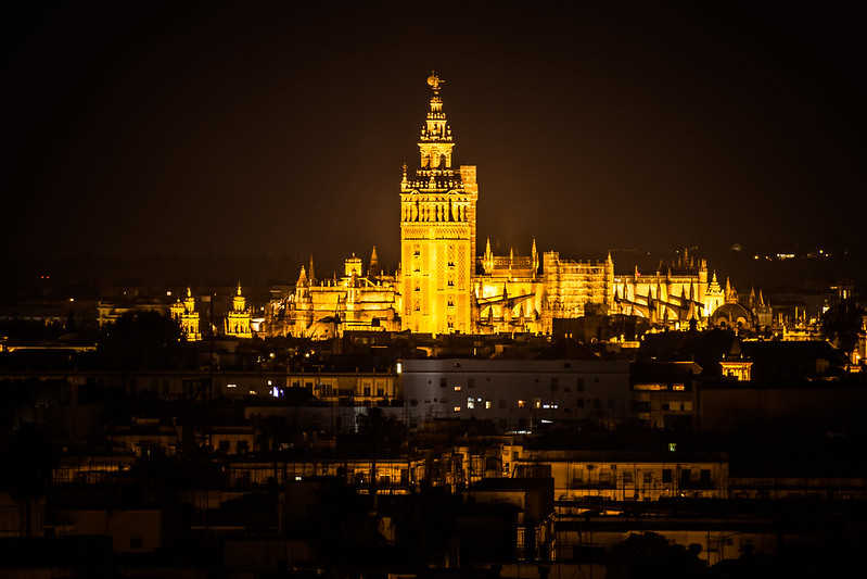Hamelin: Ruta panorámica nocturna de Sevilla con cena de tapas - Actividad  (Sevilla)