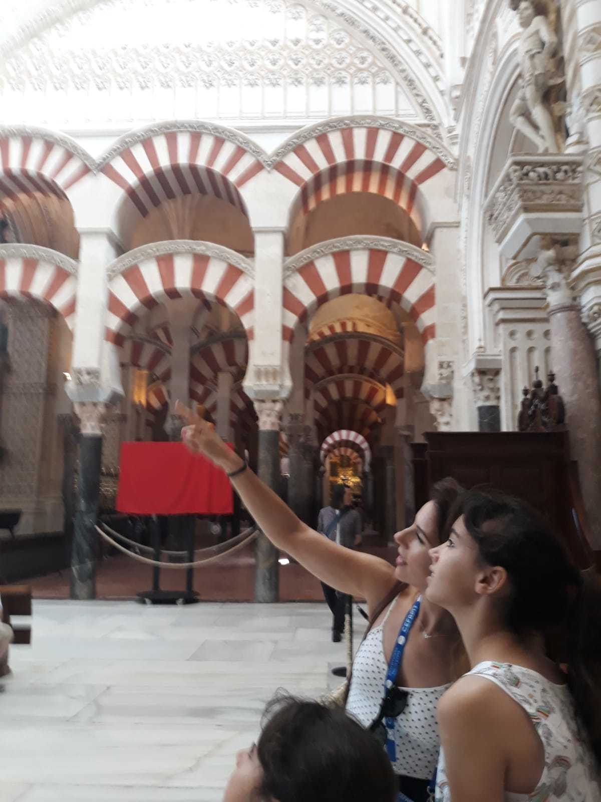 Laura Mª Cabrera Bermón. Guía Oficial de Turismo