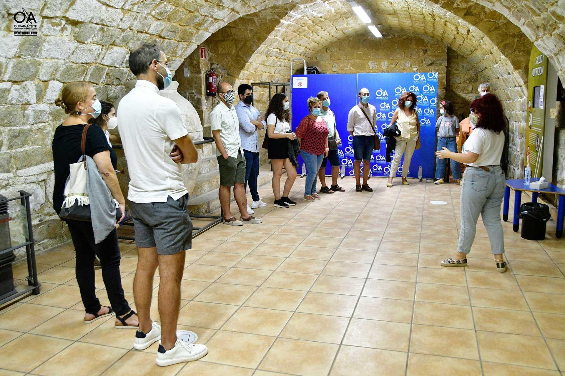 EXPERIENCIA AOVE: Visita guiada al Centro de Interpretación Olivar y Aceite con Taller de Cata de Aceites y Maridaje. 1 PLAZA.