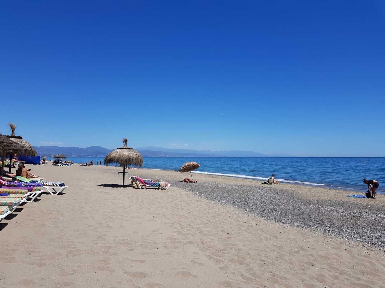 Playa del Bajondillo vistas a la Bahía de M´´alaga