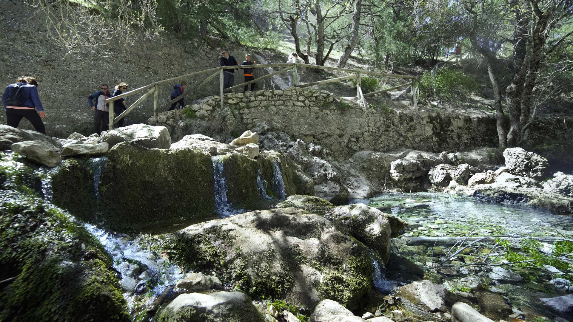 https://multimedia.andalucia.org/media/5E2F1D757B7446FCA3CAC98E8D3BAAC7/img/7D9C9F5884D14B8F986FBEBF4A3A99B9/6-6_Nacimiento_del_Guadalquivir_Sierra_de_Cazorla_Jaen.jpg?responsive