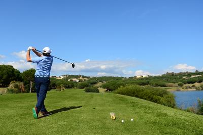 Un plan idéal pour les amoureux du golf, des achats et de la détente