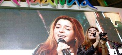 La joven cantante que encandiló a Alejandro Sanz, Marta Soto, en concierto en FITUR