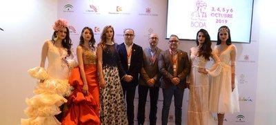 Fuente Palmera hace gala de ser 'el pueblo de las novias' en FITUR